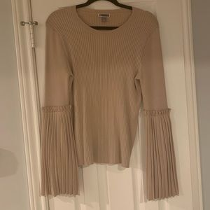 Chelsea 28 Pink fitted sweater with ruffle sleeve